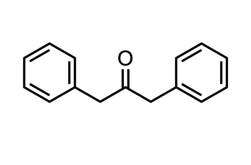 1,3-ジフェニル-2-プロパノンの構造式